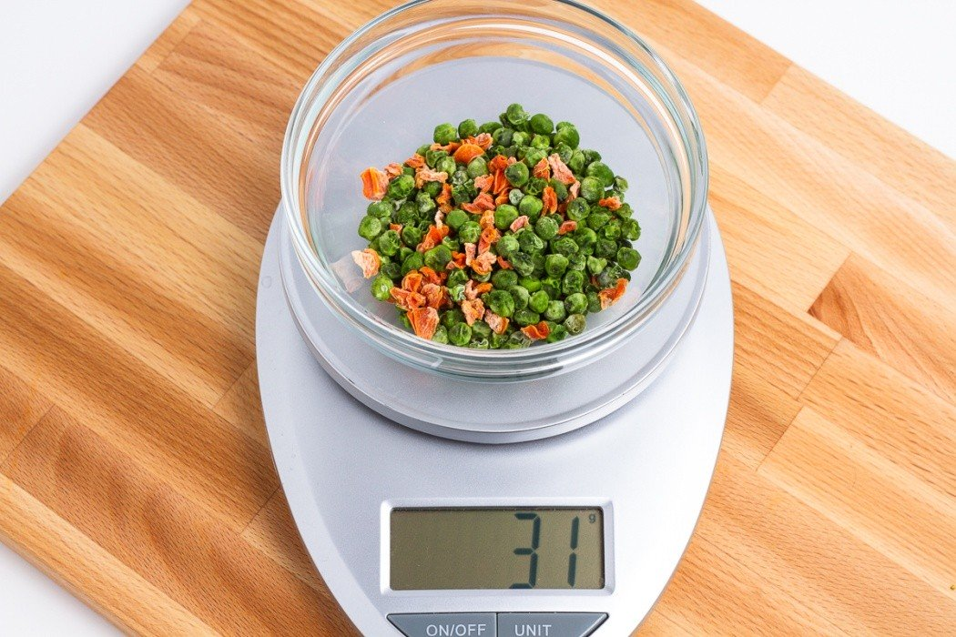 31 grams of dehydrated peas and carrots