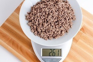 261 grams of cooked ground beef on a scale