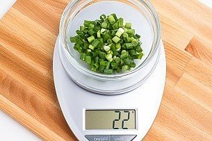 22 grams of green onion on a scale