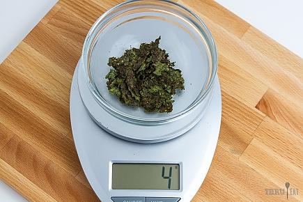 4 grams of dehydrated pesto