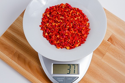37 grams of dried red bell peppers