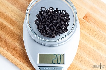 20 grams dehydrated sliced black olives on a scale